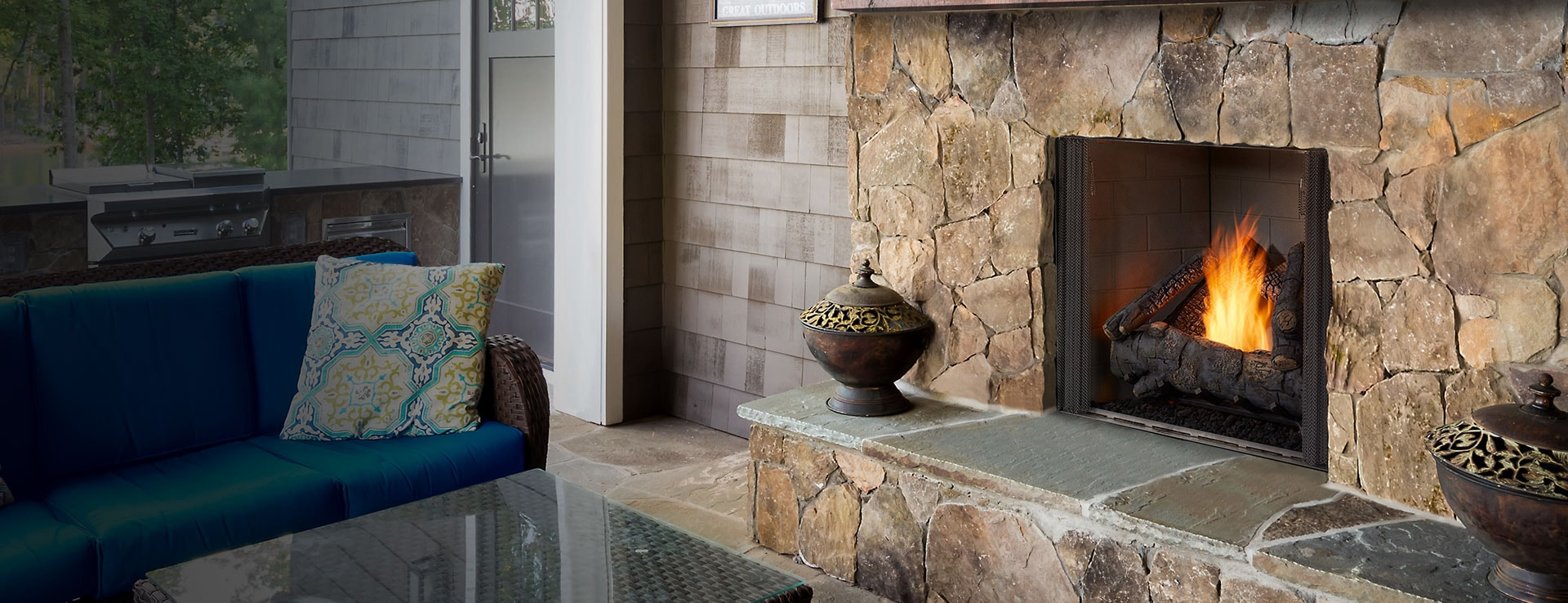 <p>Courtyard Outdoor Gas Fireplace</p>